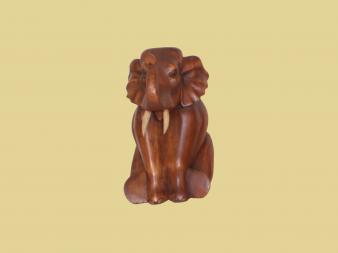 statue d 39 l phant assis en bois trompe en l 39 air sawadee artisanat artisanat thailandais et. Black Bedroom Furniture Sets. Home Design Ideas